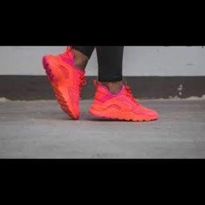 Nike Hurraches Ultra